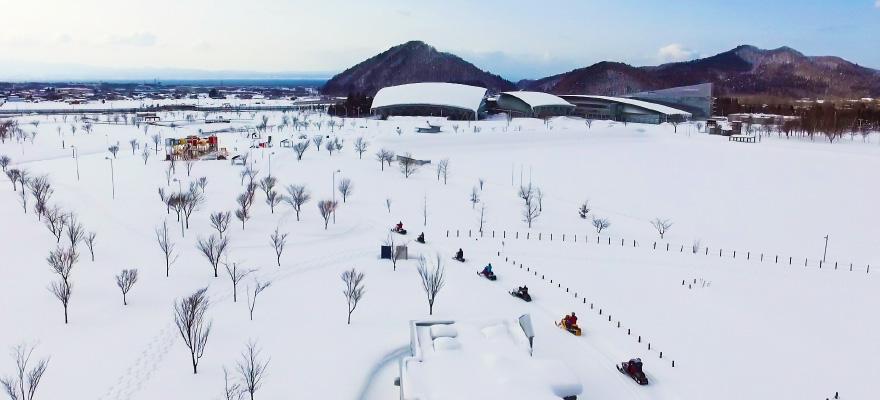 SNOW MOBILE TOURING